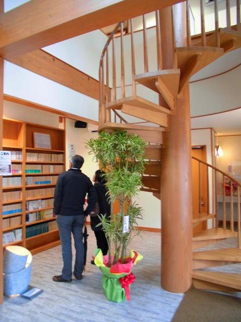 エントランスには、新書や文庫本などが収蔵されております
