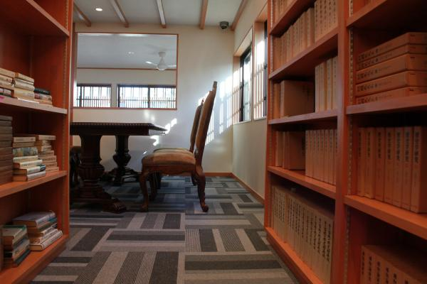 八木三男先生の蔵書搬入中