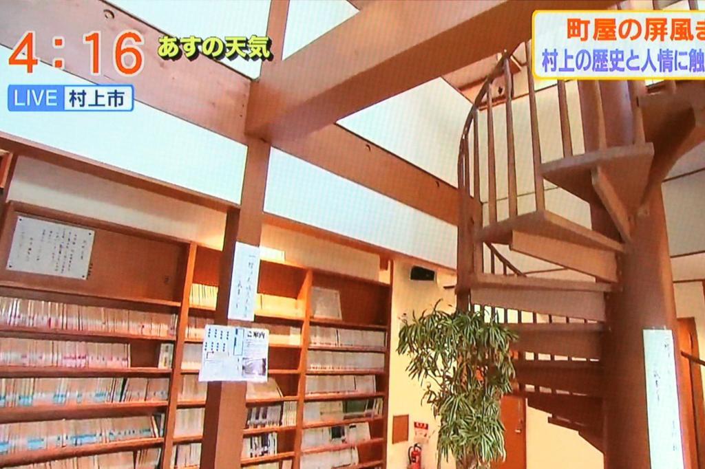 大町文庫 らせん階段